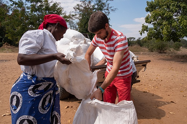 Volontaires FIDESCO auprès des Missionnaires comboniens du Sacré-Cœur à Chikowa, Zambie, Photo © Jean-Pierre POUTEAU 2018